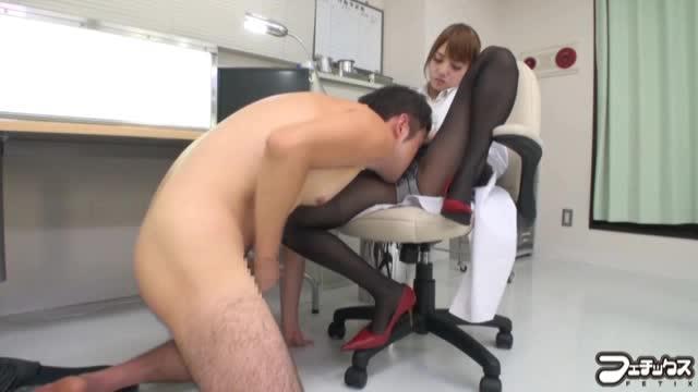 【みづなれい】診察ついでに男の強制クンニをさせるエロ女医!